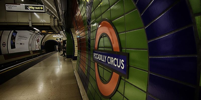 londen-picadilly-circus-metro7A3727FC-6F6D-2814-A690-DC59ED0BC4CF.jpg